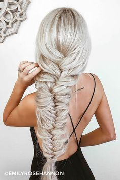 36 Gorgeous Graduation Hair styles For Your special day - Here are gorgeous prom and graduation hairstyles to make you look like a supermodel. And your graduation night will be such a memorable occasion. Cute Hairstyles, Braided Hairstyles, Dress Hairstyles, Long Blonde Hairstyles, Hairstyles For Women, Easy Beach Hairstyles, Drawing Hairstyles, Fashion Hairstyles, American Hairstyles