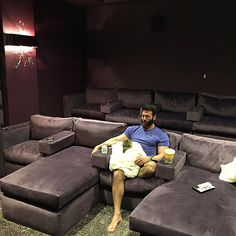 """Dan Bilzerian Girls Woman Girlfriend House Quotes Workout Hot Guns Lifestyle Models 👉 Get Your FREE Guide """"The Best Ways To Make Money Online"""" Luxury Life, Luxury Homes, Dan Bilzerian Girls, Rich Lifestyle, Successful Online Businesses, Just For Men, Big Money, Home Theater, Luxury Cars"""