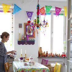 Très jolie dans cette cuisine notre guirlande mexicaine en plastique! #décoration #cuisine #mexicaine #guirlande #banner #papel #picado #paper #decor #party #kitchen