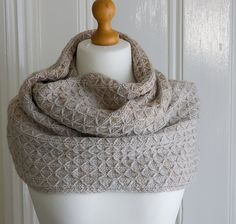 Quilted Lattice Cowl by Debbie Seton | malabrigo Worsted in Simple Taupe