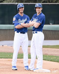 So this is actually LA but oh well. These two are adorable >>>> Los Angeles Dodg… – Trends Pin Art Dodgers Baseball, Hot Baseball Players, Dodgers Nation, Let's Go Dodgers, Baseball Guys, Dodgers Girl, Softball, Baseball Couples, Baseball Boyfriend