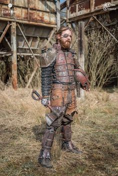 This gloriously detailed post-apocalyptic gladiator costume comes to us from Polish propmakers Time Vehicle. Post Apocalyptic Clothing, Post Apocalyptic Costume, Post Apocalyptic Fashion, Post Apocalypse, Apocalypse Costume, Apocalypse Survival, Mad Max, Wasteland Warrior, Dystopia Rising