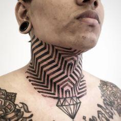 Tatuaje de estilo puntillista / op art en el cuello. Geometric Line Tattoo, Geometry Tattoo, Line Tattoos, Black Tattoos, Cool Tattoos, Throat Tattoo, I Tattoo, Neck Tattoo For Guys, Tattoos For Guys