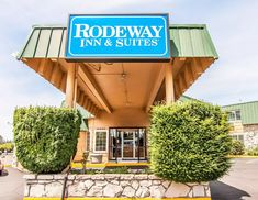 Rodeway Inn & Suites Portland - Pet Friendly Hotel, 10 minutes from downtown Portland Portland Oregon Hotels, Downtown Portland, Pet Friendly Hotels, Oregon Travel, Medical Center, Hotel Reviews, Family Travel, Trip Advisor, Outdoor Decor