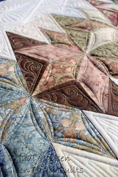 Jan's quilt finished. gorgeous quilt, jan quilt, soft color, quilt finish