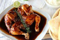 Te enseñamos a preparar de manera sencilla la receta de pollo con Coca-Cola y soja con ingredientes, tiempos y fotos paso a paso para que te quede perfecto a... Pollo Chicken, Chicken Wings, Pollo Guisado, Gourmet Recipes, Meals, Cooking, Food, Exterior, Google