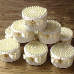 Caixa de pérolas com bem abençoados dentro by @carolchocolates ! Lembrancinha linda para batizado ou maternidade! #loucaporfestas #loucasporfestas #loucaporfesta #festainfantil #maternidade #lembrancinha #batizado #baptism