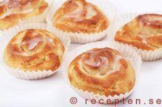 Recept på enkla wienerbröd. Lättbakade bullar som smälter i munnen. Otroligt goda! Bilder steg för steg.