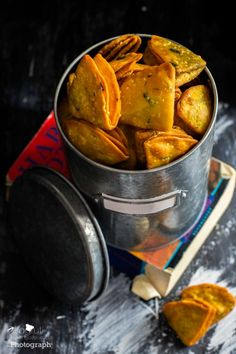 Diwali snacks recipe. Farsi khaman puri made with coconut. Flavourful and delicious.