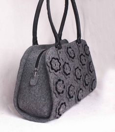 Add blossoming style to your look for a pleasant appeal with this felt bag. Crafted from felt, this spacious handbag will allow you to stuff your essentials with ease. Holds your wallet, keys, sunglasses, personal technology and a few cosmetics. Flaunt your love for classy handbags by carrying this handbag with flowers.  MEASUREMENTS  ● Bottom Width – 14,4 in (36 cm) ● Height – 13,6 in (34 cm) ● Depth – 4,8 in (12 cm) ● Handle Length – 20 1⁄2 in (52 cm) ● Handle Drop – 8,8 in (22 cm) ●…