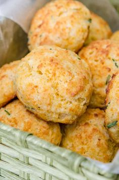 Easy Cheddar Drop Biscuits Are Much Easier To Make Than The Usual Rolled And Cut. - Easy Cheddar Drop Biscuits Are Much Easier To Make Than The Usual Rolled And Cut Biscuits - Cheddar Chive Biscuit Recipe, Cheddar Biscuits, Cheese Biscuits, Cheddar Cheese, Easy Drop Biscuits, Homemade Biscuits, Bread Recipes, Cooking Recipes, Good Food