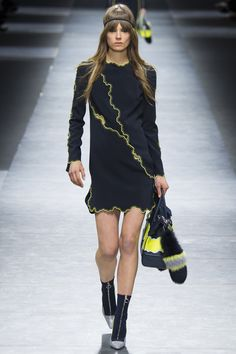 Versace Fall 2016 Ready-to-Wear Fashion Show http://www.theclosetfeminist.ca/ http://www.vogue.com/fashion-shows/fall-2016-ready-to-wear/versace/slideshow/collection#25