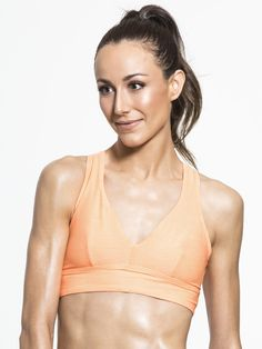 The Voga Fantasia Crop from Running Bare is made with a sensitive fabric blend, making this top fit like a glove. With a supportive neckline, second-skin fit, and a soft elastic hemline for added support, it's perfect for yoga and barre.