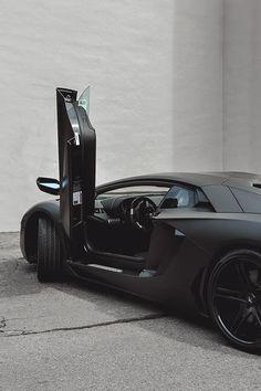 L U X U R Y E R A : Lamborghini