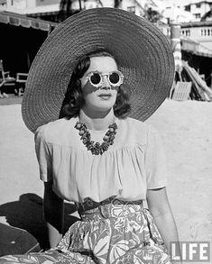 photos taken by Alfred Eisenstaedt in Miami Beach, 1940 for Life Magazine