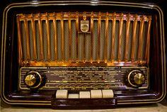 Regilla ⚜ old radio Tvs, Televisions, Radio Antique, Radios Retro, Cb Microphone, Le Radio, Poste Radio, Audio, Old Time Radio