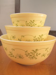 Vintage Shabby Finish Avacado Green 2 12 Quart Pyrex Mixing Serving Bowl #403 Made in The USA