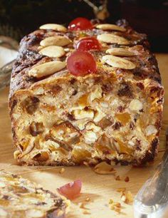 Recipe Christmas bread with dried fruits and spices for 4 people - GRAND FR . Banana Dessert Recipes, Cake Recipes, Bread Recipes, Christmas Bread, Christmas Recipes, Savoury Cake, Mini Cakes, Sweet Recipes, Food And Drink