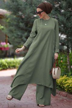Muslim Fashion, Hijab Fashion, Fashion Outfits, Womens Fashion, Mode Abaya, Mode Hijab, Hijab Casual, Hijab Outfit, Dress Over Pants
