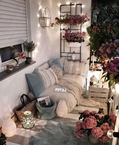 30 One-of-a-kind Bonus Area Suggestions for Your Home Small Balcony Decor, Balcony Design, Apartment Balcony Decorating, Porch Decorating, Cozy House, Room Inspiration, Bedroom Decor, Interior Design, Home Decor