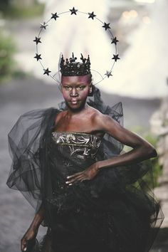 somethingvain:  christian dior haute couture f/w 2005, alek wek being an actual goddess on the runway