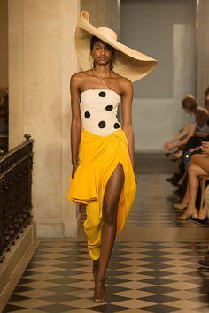 1d8f45e4d681 Défilé Jacquemus printemps été 2018 à la Fashion Week de Paris