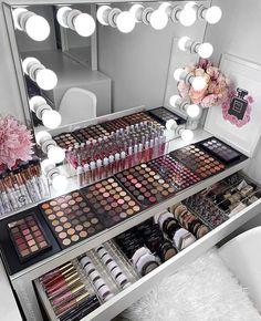 Beauty Salon Interior, Salon Interior Design, Home Design, Room Interior, Interior Design Living Room, Design Ideas, Makeup Beauty Room, Makeup Room Decor, Makeup Rooms