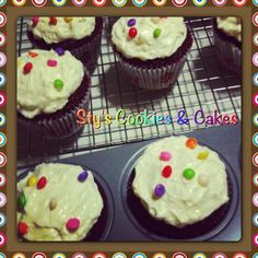 Cupacake cupcake cupcake cupcake cupcake :) Red Velvet Cupcake with Cream Cheese :))