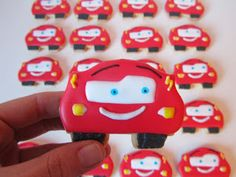 Galletas decoradas con plantilla Car Cookies, Cut Out Cookies, Cake Pops, Race Car Party, Cupcakes, Disney Cars, Cookie Decorating, Biscuits, Birthdays