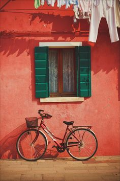 Bike in Burano, Venice, Italy / by Liza Medvedeva