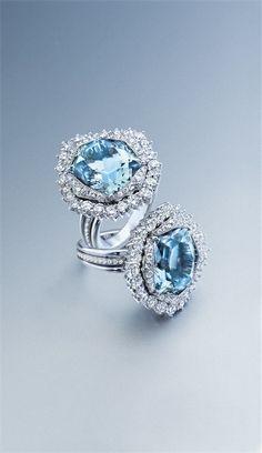 Selección de joyas, pendientes y anillos de oro y diamantes. Anillos de oro blanco, diamantes y aguamarina.