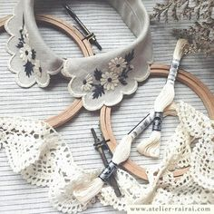 beautiful handmade embroidered collar by atelier rai rai Hand Embroidery Patterns, Embroidery Art, Cross Stitch Embroidery, Embroidery Designs, Sewing Patterns, Golas Peter Pan, Sewing Collars, Collar Designs, Embroidered Clothes