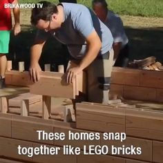 These houses are made out of wooden LEGO-like bricks Design Your Own Home, Tiny House Design, Tiny House Cabin, Tiny House Plans, Woodworking Projects Diy, Woodworking Plans, Diy Projects, Building A Wooden House, Casa Lego