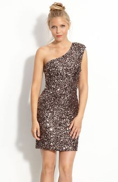 the dress looks so stunning. but, the model doesnt seem to be comfortable.