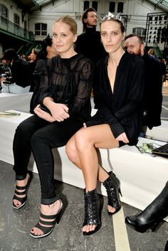Victoria and Vanessa Traina in Givenchy Fall 2009 at Givenchy 2010 RTW show. Fashion Editor, Fashion Show, Fashion Design, Sexy Dresses, Nice Dresses, Garance, Danielle Steel, Front Row, Givenchy