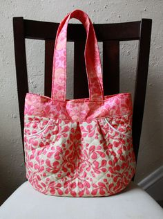 Quilted Tote Bag with Pleats Pink Cream and by BarefootBagShop. This is so cute.