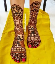 While those minimal bridal feet mehndi designs look super flamboyant, and somehow, the charm of the timeless leg mehndi designs is unparalleled. Wedding Henna Designs, Engagement Mehndi Designs, Basic Mehndi Designs, Mehndi Designs Feet, Latest Bridal Mehndi Designs, Stylish Mehndi Designs, Mehndi Design Photos, Dulhan Mehndi Designs, Mehandi Designs