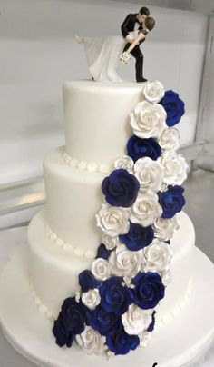 Trendy Wedding Cakes Blue And Silver Creative Wedding Cakes, Beautiful Wedding Cakes, Wedding Cake Designs, Beautiful Cakes, Funny Wedding Cakes, Cake Wedding, Wedding Rings, Pretty Cakes, Wedding Cake White
