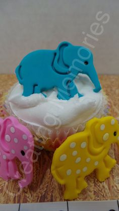 FONDANT ELEPHANT Cupcake Toppers or cake decorations. Edible ELEPHANT toppers. For any birthday and much more.