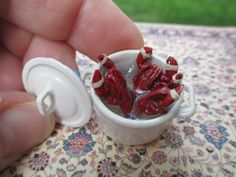3 Lobsters in a White Pot w/ Claws Tied - $29.95 : Karen's Dollhouse Shop, Unique Handcrafted Dollhouse Miniatures