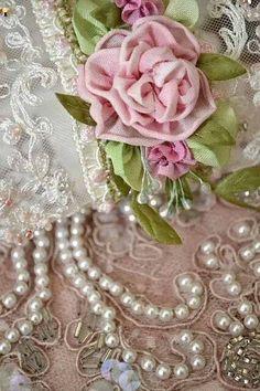 .Roses,Rhinestones and Pearls