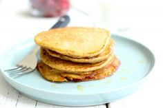 We hebben vandaag een lekker en gezond recept voor jullie,namelijk havermout pan… Today we have a tasty and healthy recipe for you, namely oatmeal pancakes. You only need 4 ingredients for these tasty pancakes Easy Cooking, Healthy Cooking, Healthy Snacks, Healthy Breakfasts, Love Food, A Food, Food And Drink, Weigt Watchers, Tapas