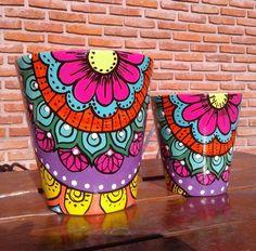 Flower Pot Art, Flower Pot Design, Flower Pot Crafts, Clay Pot Crafts, Painted Plant Pots, Painted Flower Pots, Bottle Art, Bottle Crafts, Bottle Painting