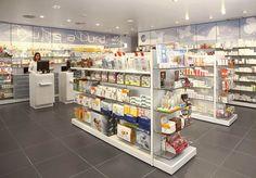 www.mobil-m.es/ Diseño de farmacias Mobil M se ha encargado de la reforma de esta farmacia de Madrid: proyecto de arquitectura diseño interior identidad corporativa mobiliario comercial Fotografías: Philippe Cormerais: