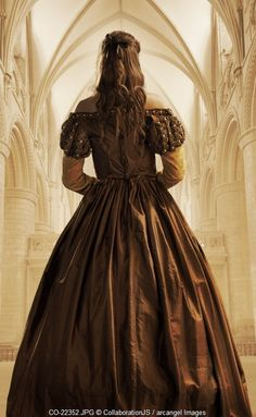 A princess with a long flowing dress stands in a cathederal Photographer: CollaborationJS Story Inspiration, Character Inspiration, Medieval, Estilo Lolita, Looking For Women, Beauty And The Beast, Clothes For Women, Lady, Historical Romance