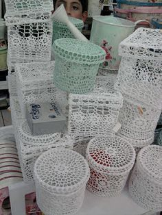 """croche endurecido - Pesquisa GoogleAdditional Supplies Needed:  Fabric stiffener (OR 2 cups sugar, 1 cup water, tongs and 2-qt saucepan); Large mixing bowl with 10"""" diameter; Plastic wrap; Craft paper OR newspaper"""