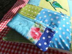 Quilted pouch with zipper