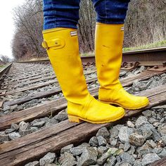 When I where my rubber boots, i feel like I can go anywhere! Rain Wear, Ss16, Hunter Boots, Rubber Rain Boots, Street Style, Shoes, Instagram, Fashion, Welly Boots
