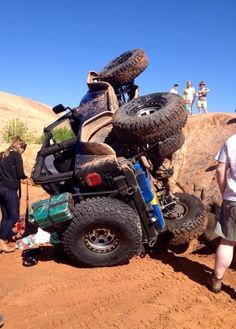 You think you had a bad day #jeep pic.twitter.com/Wy6dU5fbNk #jeepedin
