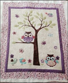 Spring wall quilt with Mama bird in nest-